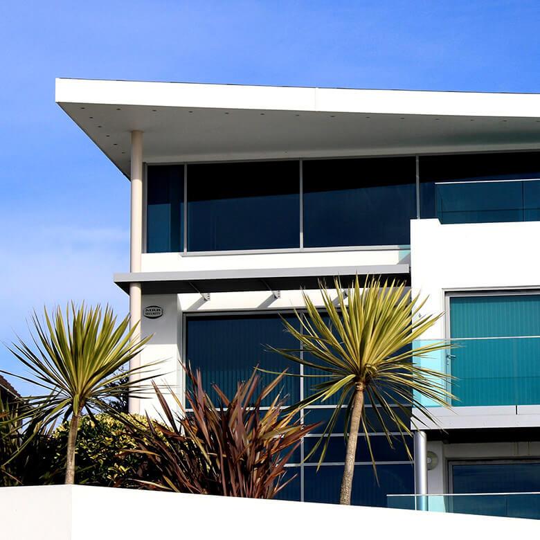 ساختمان شیشهای آذین شیشه